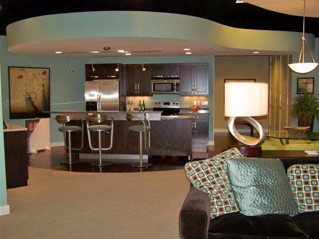 http://sellgrandrapidshomes.files.wordpress.com/2008/02/living-room-and-bar-2.jpg